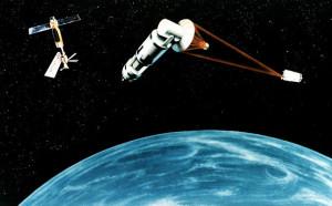 Concept art del 1984 di un satellite equipaggiato con un laser per impiego bellico. Succede spesso che da un'arma si sviluppano cose utili al progresso, basti pensare ad internet, creato dall'ARPA nella corsa scientifica contro l'Unione Sovietica