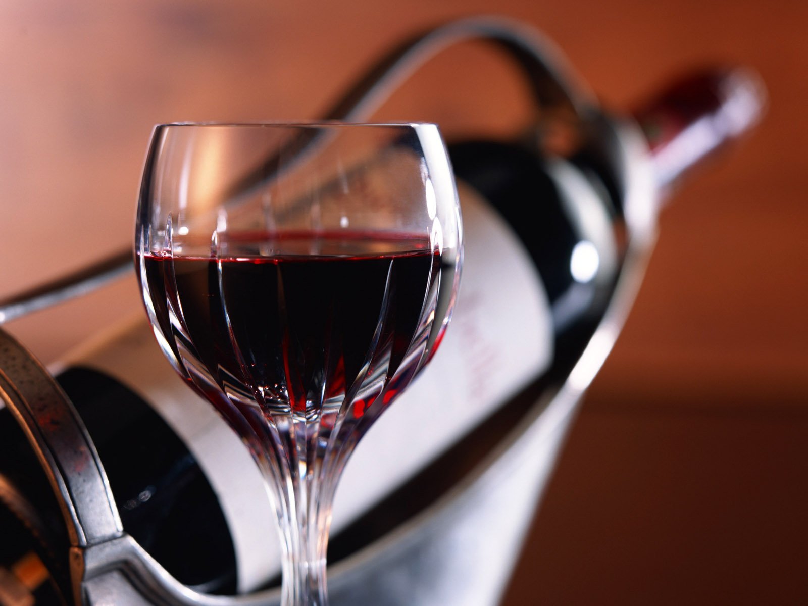 Food_Drinks_A_glass_of_red_wine_011942_